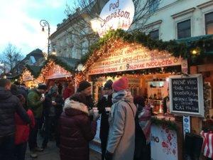 Košice-Vianoce-trhy-víno-punč-medovina-čaj