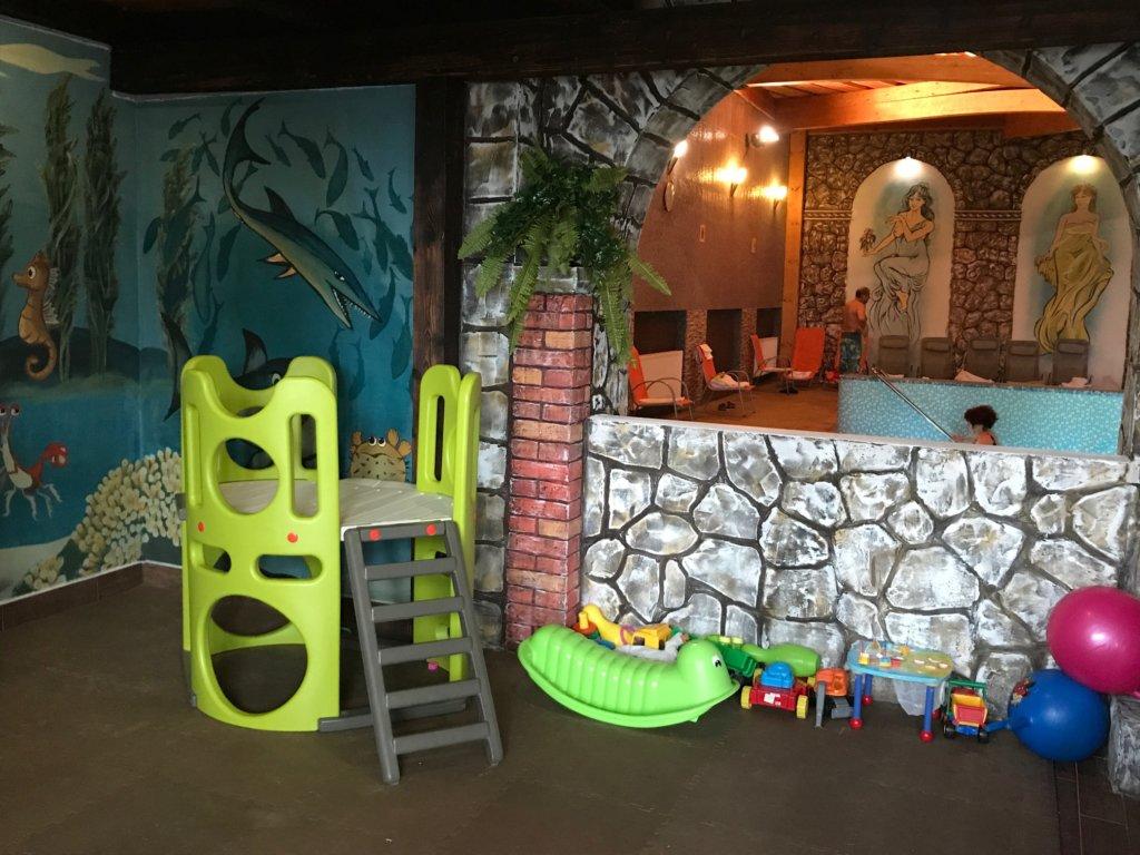 Pimpi-cestovanie-bábo-bábätko-muráň-predná hora-wellness-príroda-turistika-pivo-zábava-derský kútik