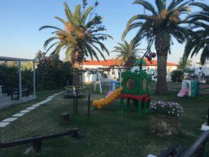 pimpi-cestovanie-bábo-bábätko-blog-mama na cestách-grécko-chalkidiki-halkidiki-mendi beach-sdeťmi-recenzia-super detský kútik-hydina-zléubytovanie-zléjedlo