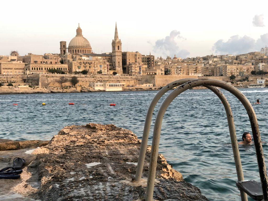 pimpi-bábo-bábätko-cestovanie-cestovateľský blog-mama na cestách-cestovanie s bábätkom-malta-gozo-comino-maltský rytieri-kam s deťmi na malte-lunapark-marsaxlokk-ramla beach-mellieha-popeye village-marsalform-fuzzu-farebné loďky-rybolov
