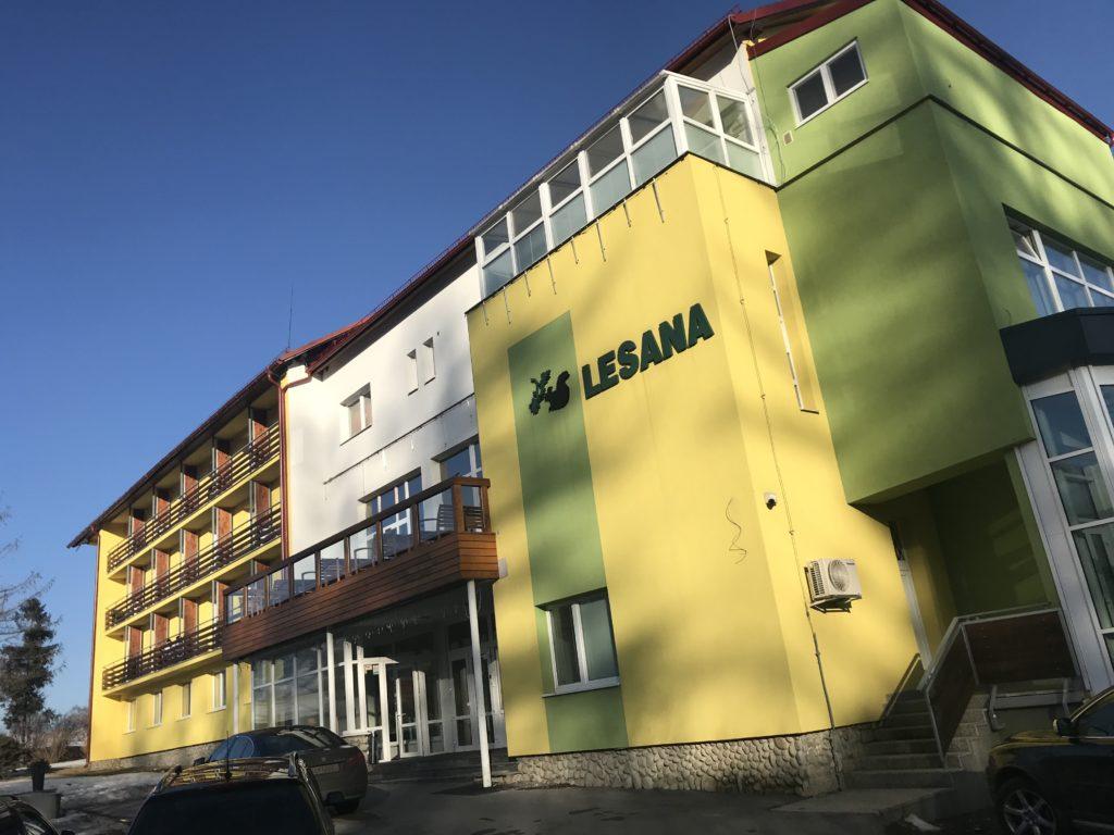pimpi-bábo do sveta-cestovanie-mama blog-cestuj s deťmi-tatry-slovensko-stará lesná-detský kútik-kinderland-zážitky-zábava-wellness-soľná jaskyňa-hotel lesana-lesana-bábätko-cestovanie s bábom