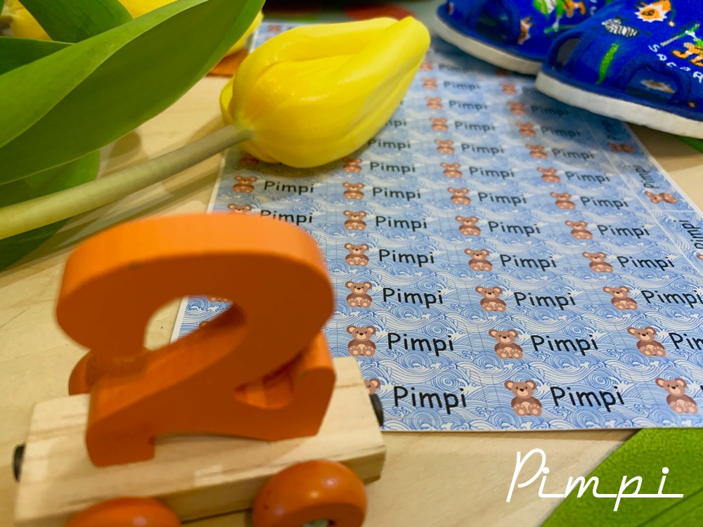 pimpi-bábo do sveta-cestovanie-cestuj s deťmi-mama blog-menovky-jasle-jasličkár-putmyname-odporúčanie-praktické rady-menovky na oblečenie