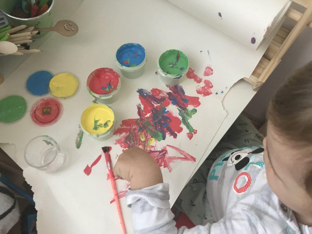 pimpi-bábo-bábätko-cestovanie-cestuj s deťmi-omaľovánka-kreslenie-nálepky-hravé učenie-lupa-pero-hravaskolka.sk-eshop